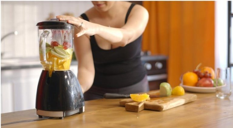 Почему нельзя выбрасывать мякоть фруктов после приготовления сока
